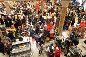 Hatalmas tömeg vásárol a Fekete Pénteken